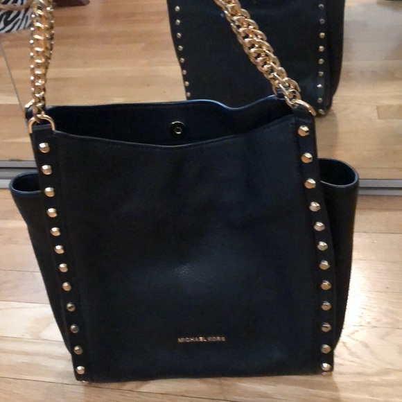 58a38ec8a816 Michael Kors Newbury Studded Leather Chain Tote. M 5beefd976a0bb7c729b4d2df